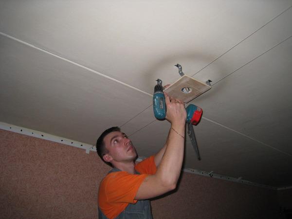 Установка люстр на натяжной потолок своими руками
